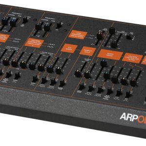MODULO DE SONIDOS O SINTETIZADOR Versión en módulo del clásico sintetizador analógico ARP ODYSSEY. Edición Rev3 en color negro y naranja.
